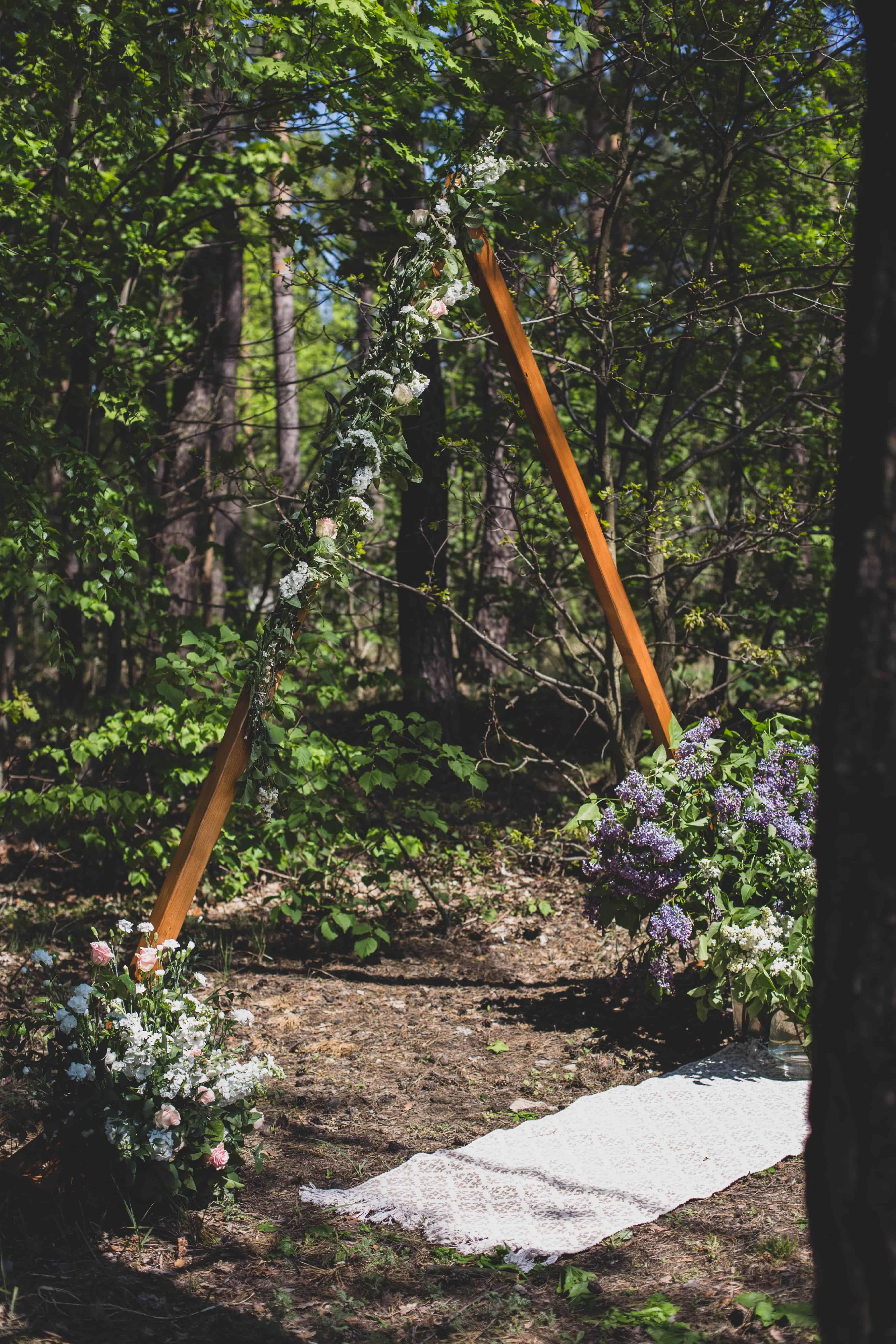 drewniany trójkąt, wedding arch, śluby plenerowe