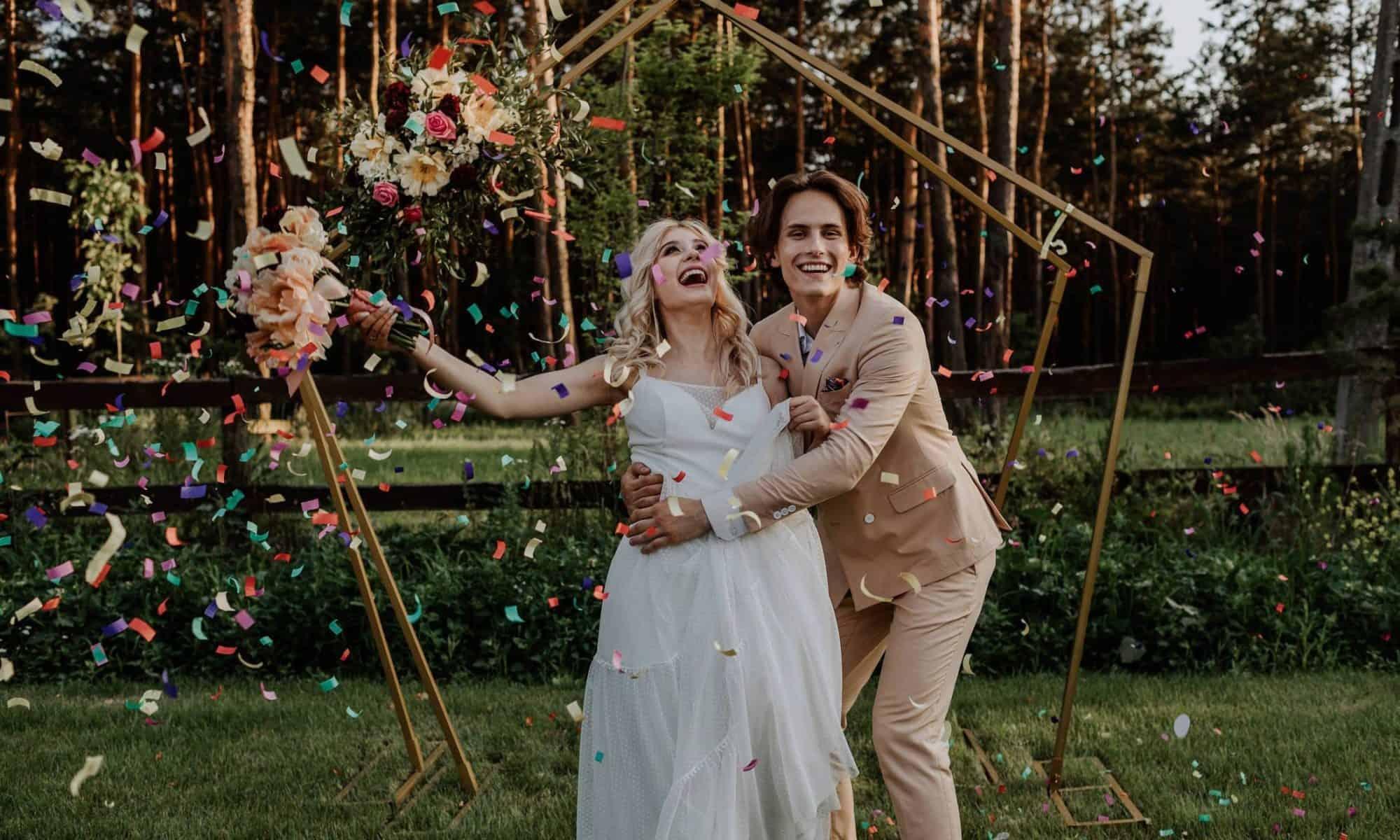 Łuk ślubny to nieodłączny element ślubu w plenerze