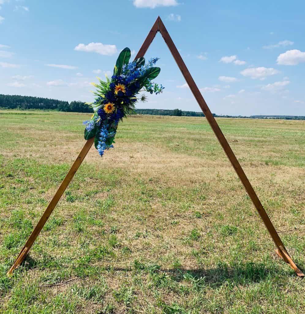łuk ślubny drewniany trójkąt